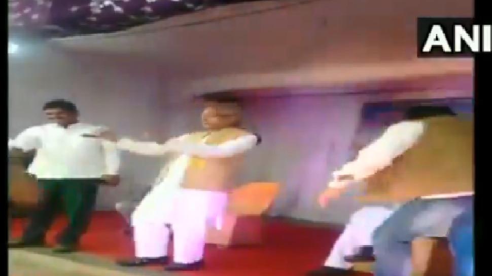 VIDEO: ಕಾಲೇಜು ವಿದ್ಯಾರ್ಥಿಗಳೊಂದಿಗೆ ಡ್ಯಾನ್ಸ್ ಮಾಡಿದ ಎನ್ಸಿಪಿ ಸಂಸದ