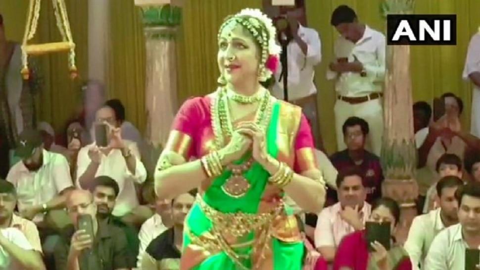 VIDEO: ಹರಿಯಾಲಿ ತೀಜ್ ಸಂಭ್ರಮದಲ್ಲಿ ಶಾಸ್ತ್ರೀಯ ನೃತ್ಯ ಪ್ರದರ್ಶನ ನೀಡಿದ ಸಂಸದೆ ಹೇಮಮಾಲಿನಿ!