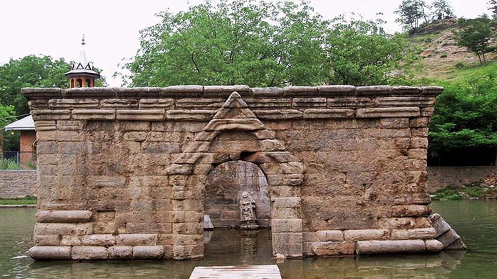 ಕಾಶ್ಮೀರದಲ್ಲಿ ಮುಚ್ಚಲ್ಪಟ್ಟ ಸಾವಿರಾರು ದೇವಾಲಯಗಳು, ಶಾಲೆಗಳ ಮರುಸ್ಥಾಪನೆಗೆ ಕೇಂದ್ರ ನಿರ್ಧಾರ