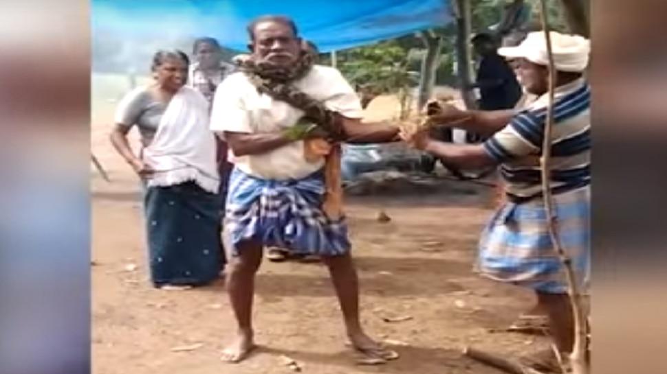 Horror Video: ಕೇರಳದಲ್ಲಿ ವ್ಯಕ್ತಿ ಕುತ್ತಿಗೆಗೆ ಸುತ್ತಿಕೊಂಡ ಹೆಬ್ಬಾವು! ಮುಂದೆ...