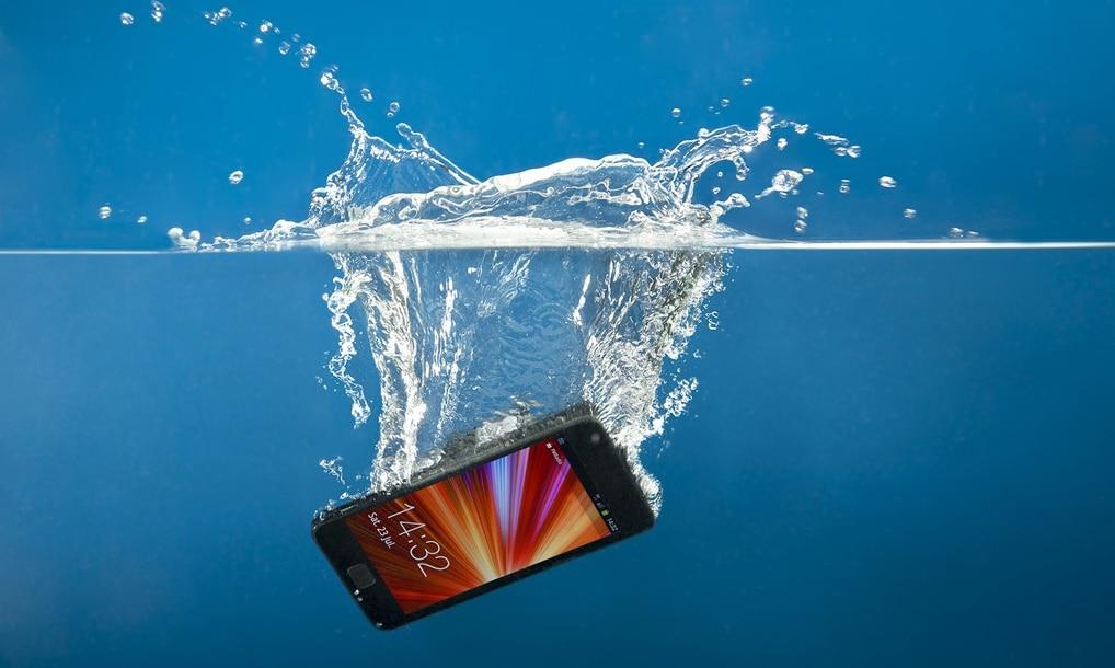 Mobile Drop in Water: ನಿಮ್ಮ ಫೋನ್ ಆಕಸ್ಮಿಕವಾಗಿ ನೀರಿಗೆ ಬಿದ್ದರೆ ಈ 'ತಪ್ಪು' ಮಾಡಲೇಬೇಡಿ!