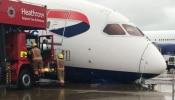 Heathrow Airportನಲ್ಲಿ ಇದ್ದಕ್ಕಿದಂತೆ ಮುರಿದೇ ಬಿತ್ತು ವಿಮಾನ, ಮುಂದೆ..?