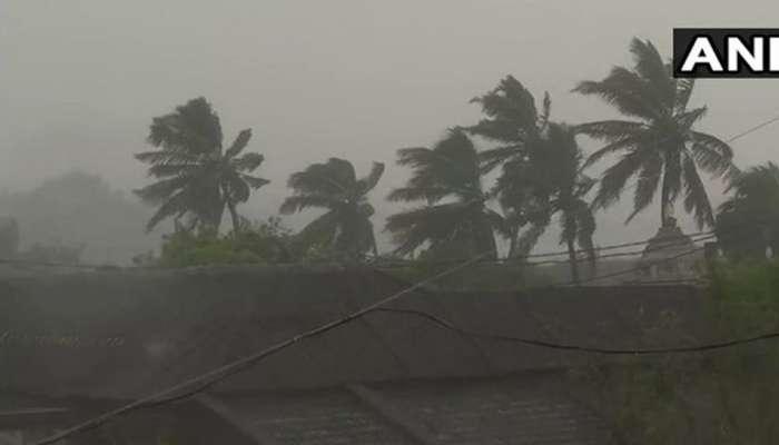VIDEO: ಆಂಧ್ರ, ಒಡಿಸ್ಸಾಗೆ ಅಪ್ಪಳಿಸಿದ 'ತಿತ್ಲಿ' ಚಂಡಮಾರುತ, 18 ಜಿಲ್ಲೆಯಲ್ಲಿ ರೆಡ್ ಅಲರ್ಟ್ ಘೋಷಣೆ