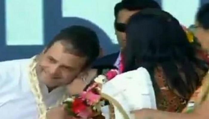 Video: ರಾಹುಲ್ ಗಾಂಧಿಗೆ ರ್ಯಾಲಿ ವೇಳೆ ಕಿಸ್ ಕೊಟ್ಟ ಮಹಿಳೆ !