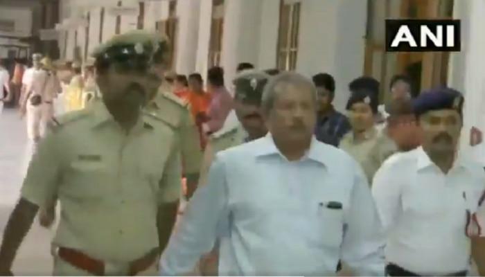 Video: ಓಡೋಡಿ ಬಂದು ಸ್ಪೀಕರ್ಗೆ ರಾಜೀನಾಮೆ ಸಲ್ಲಿಸಿದ ಅತೃಪ್ತ ಶಾಸಕರು!