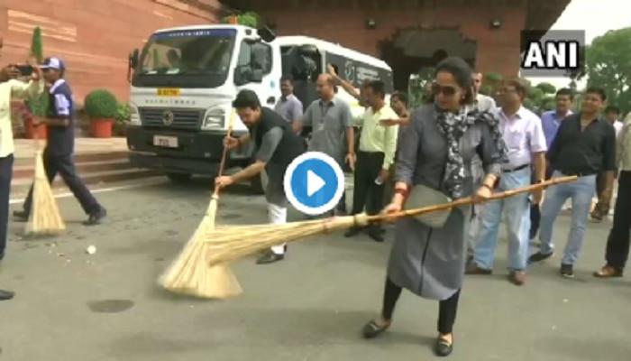 Video: ಸಂಸತ್ ಆವರಣದಲ್ಲಿ ಕಸ ಗುಡಿಸಿ ಟ್ರೋಲ್ ಗೊಳಗಾದ ಹೇಮಾ ಮಾಲಿನಿ