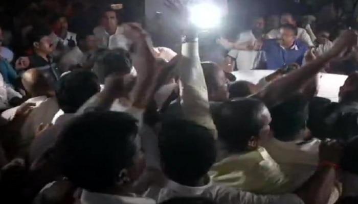 ಡಿಕೆಶಿ ಬಂಧನ: ಕನಕಪುರದಲ್ಲಿ 2 ಸರ್ಕಾರಿ ಬಸ್ ಮೇಲೆ ಕಲ್ಲು ತೂರಾಟ