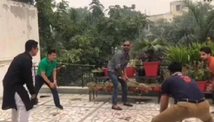 Video: ಭಾಯ್ ದೂಜ್ ಪ್ರಯುಕ್ತ ಮೇಲ್ಚಾವಣಿ ಕ್ರಿಕೆಟ್ ಆಡಿದ ಶಿಖರ್ ಧವನ್...!