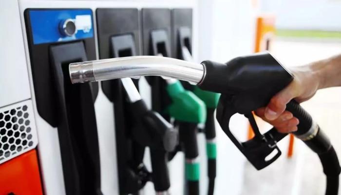 Today Petrol-Diesel Rate : ಅಗ್ಗವಾಯ್ತು ಪೆಟ್ರೋಲ್-ಡೀಸೆಲ್ ಬೆಲೆ ; ಇಂದು ನಿಮ್ಮ ನಗರದಲ್ಲಿ ಬೆಲೆ ಎಷ್ಟಿದೆ? ಇಲ್ಲಿದೆ ನೋಡಿ
