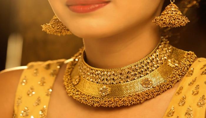 Today Gold Price : ಇಂದು ಹೆಣಗಾಡುತ್ತಿದೆ ಚಿನ್ನದ ಬೆಲೆ, ₹ 10,000 ಕುಸಿತ ಕಂಡ ಬೆಳ್ಳಿ ಬೆಲೆ